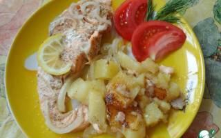 Чавыча, запечённая с картофелем в мультиварке — рыбные рецепты